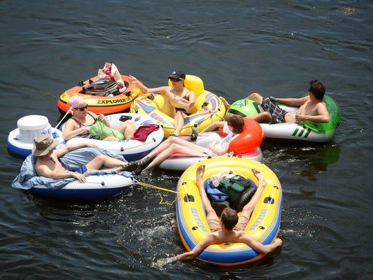 El flotar en el río Salt River ofrece a los visitantes