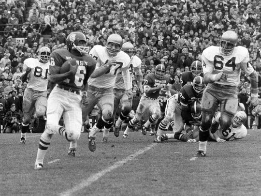 MSU quarterback Jimmy Raye runs around the right side