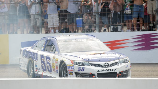 Brian Vickers will drive full-time for Michael Waltrip Racing starting in 2014.