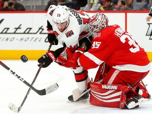 636506103342458779-AP-Senators-Red-Wings-Hockey.jpg