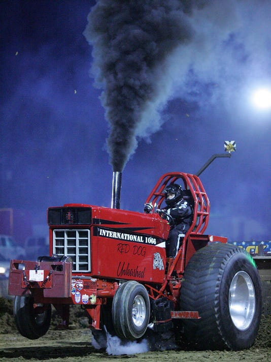 635794215684467970-001-COS-100215-tractor-pull-ML