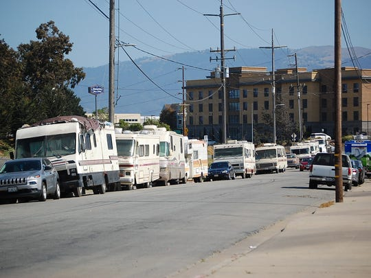 The Salinas City Council narrowly passed an ordinance regarding oversized vehicles in the city Tuesday.