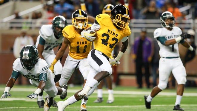 Detroit King's Kevin WIllis scores a touchdown against Detroit Cass Tech on Oct. 23, 2015.