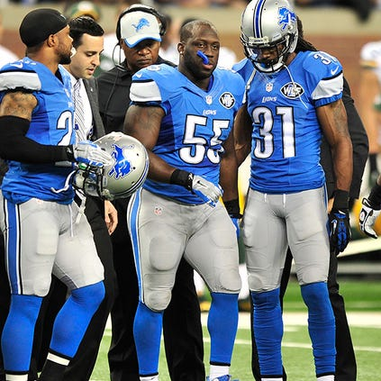 Stephen Tulloch leaves the field after injuring himself Sunday.