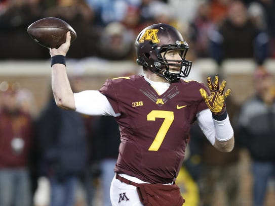 Minnesota quarterback Mitch Leidner (7) plays against