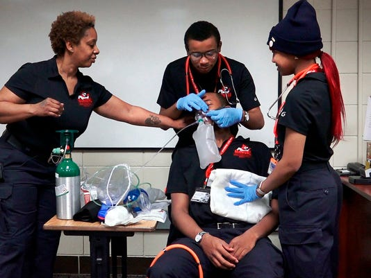 Unique class trains high school stuents to become EMTs