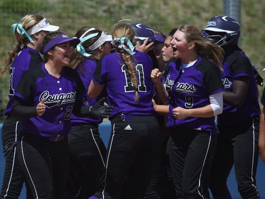 Spanish Springs celebrates after beating Rancho to win the 4A state softball title in 2016.