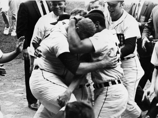 Willie Horton hugs Denny McLain after McLain won his