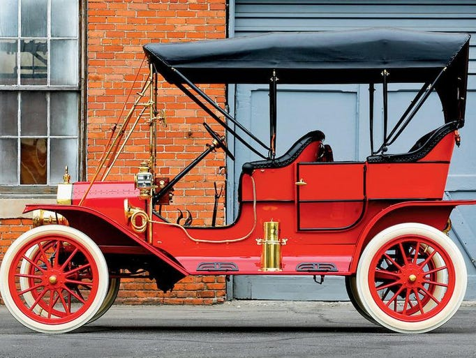 1909 Ford Model T Touring.