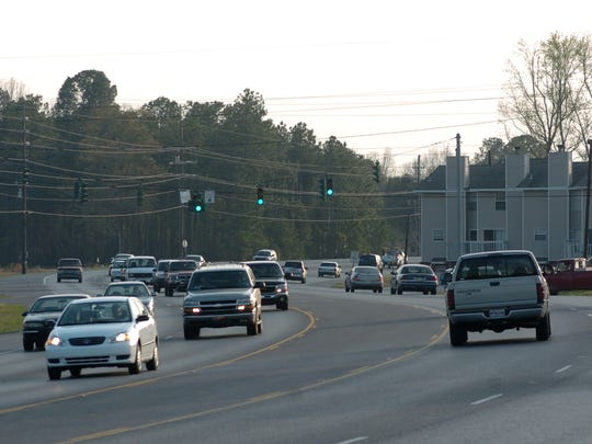 Traffic on La. Highway 28 East in Pineville. The parts of Highway 28 that pass through the urbanized areas of Alexandria and Pineville would likely have to be bypassed if Interstate 14 becomes reality.