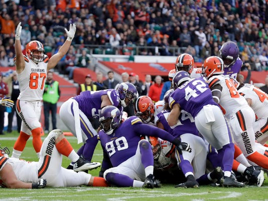 Cleveland Browns quarterback DeShone Kizer (7) scores on a 1-yard touchdown run during the first half of an NFL football game against Minnesota Vikings at Twickenham Stadium in London, Sunday Oct. 29, 2017. (AP Photo/Matt Dunham)