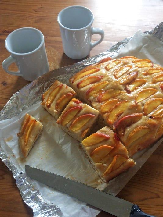tallgrass06-peach cake cut
