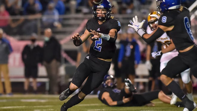 Gunter's Hudson Graham throws to Ethan Sloan during a victory against Bells in District 8-3A (II) action at Gunter.