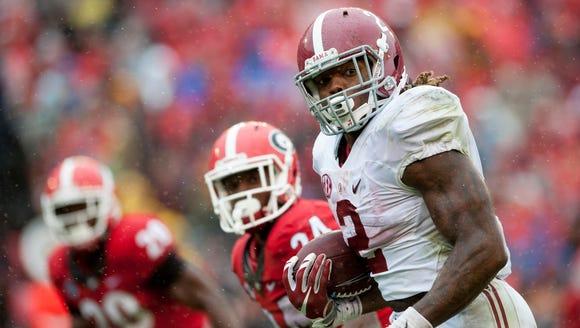 Alabama running back Derrick Henry (2) runs up the