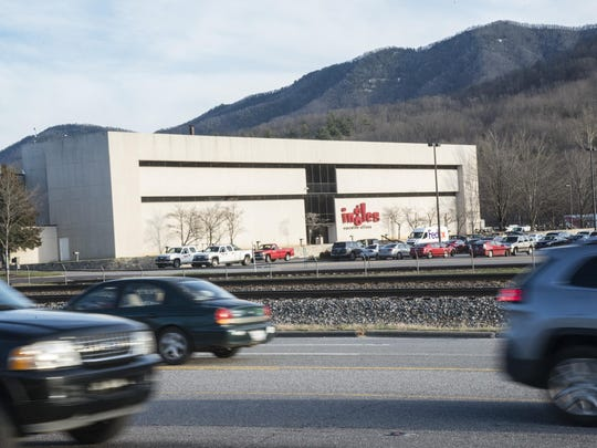 2011: Ingles Markets built its warehouse facility at its headquarters in the early part of the decade.