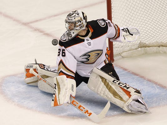 Ducks-Gibson_Hockey_60595.jpg