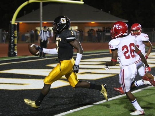 Willie Gay scores a rushing touchdown.