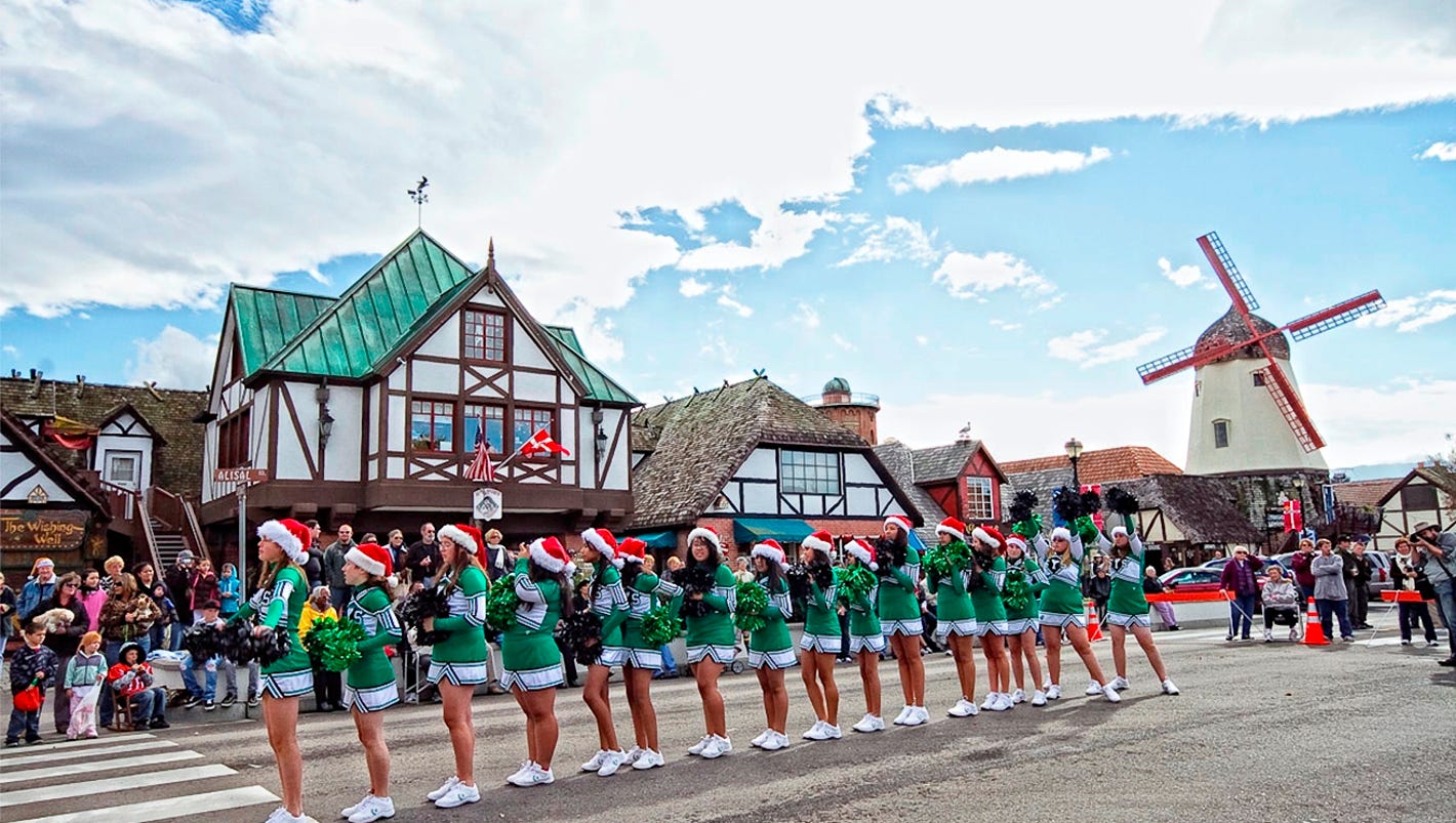 10 great places to enjoy global christmas traditions in for Places to visit in christmas in usa