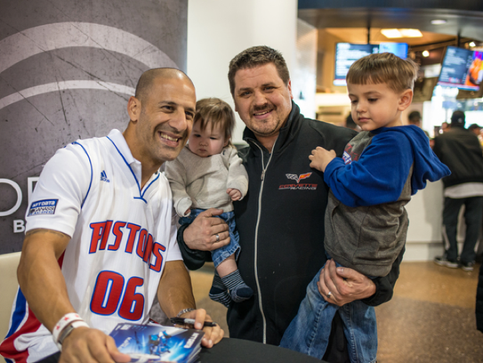 IndyCar driver Tony Kanaan meets with young fans at