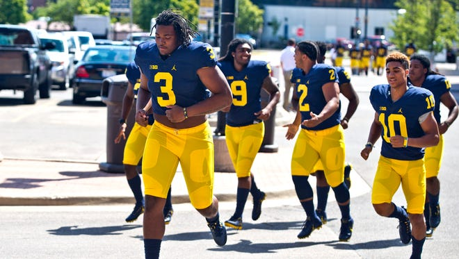 Michigan defensive end Rashan Gary (3) should see the field this year as a true freshman.