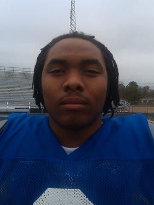 Maikhail Miller, in 2010, during his time at Itawamba AHS as a quarterback