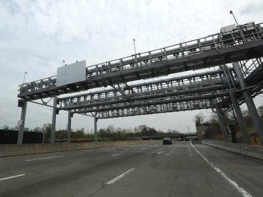 These overhead metal 'gantries' on the Rockland side