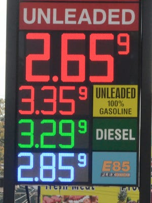 Gas prices are falling nationwide. (AP/Chattanooga Times Free Press/ John Rawlston)
