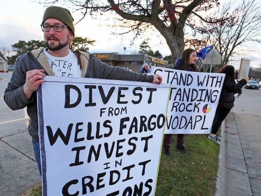 636162127013835065-she-n-Wells-Fargo-Engergy-protest1201-gck-01.jpg