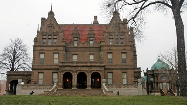 In addition to special events, the Pabst Mansion offers guided tours during daytime hours.
