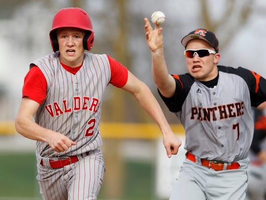 635968744615323244-4-21-16-MAN-S-Reedsville-v.s.-Valders-baseball-0009.jpg