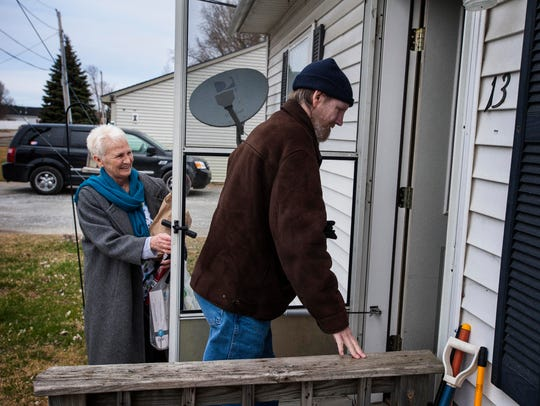 Linda Metz assists Jack Evans with his shopping during
