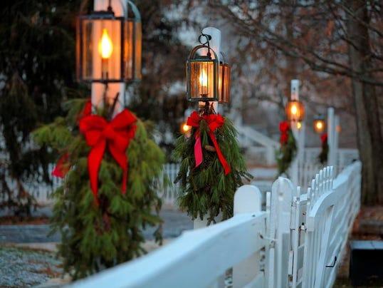 Animated Old Fashion Christmas Fence Images