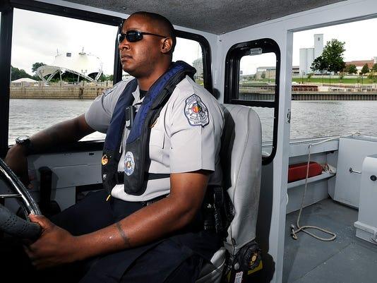 -boating04.jpg_20090521.jpg