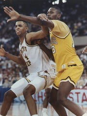Alan Henderson (left) posting up Glenn Robinson (right)