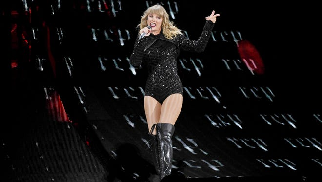 Taylor Swift's publicist has said Swift didn't know pilot Michael Callan, who died trying to land a small plane at Nashville International Airport in 2013.