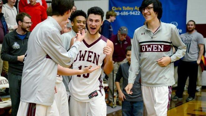 Owen's Kobe Bartlett (15) made the game-winning shot on Tuesday.