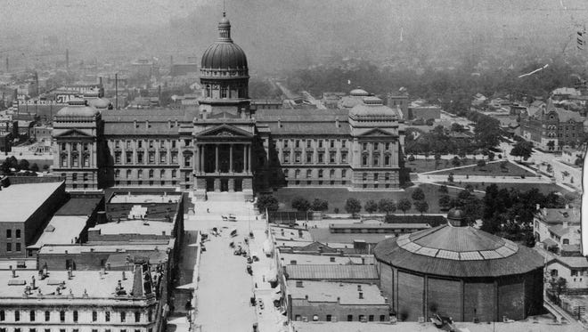 The Indiana Statehouse is shown in the center, with the cyclorama building on the right. The cyclorama was demolished in 1903 to make room for the Indianapolis Traction Terminal Building. The cyclorama featured scenes from the Battle of Atlanta in 1864.