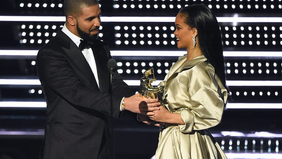 Drake and Rihanna at the MTV Video Music Awards on