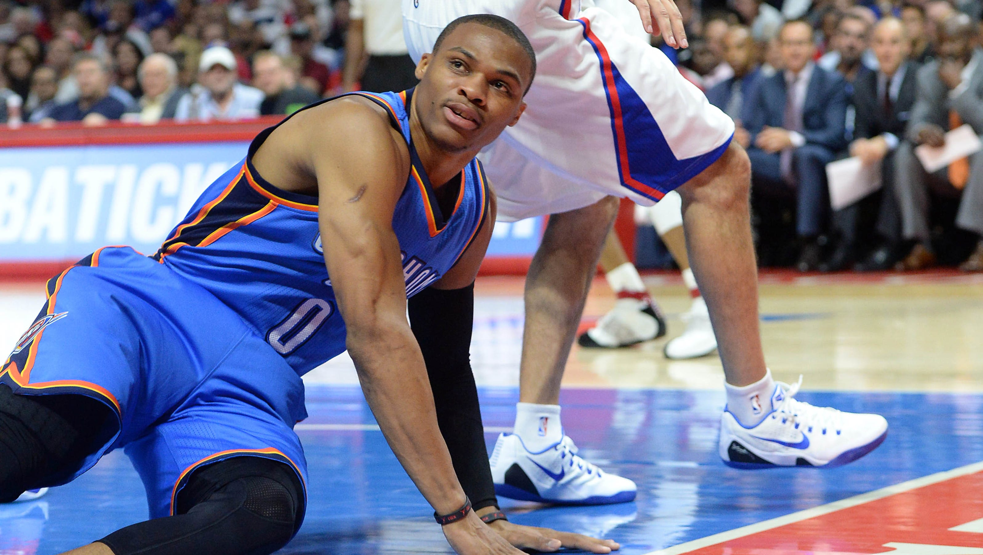 Russell Westbrook breaks hand during Thunder-Clippers