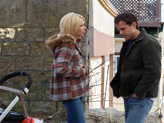 Michelle Williams and Casey Affleck appear in a scene