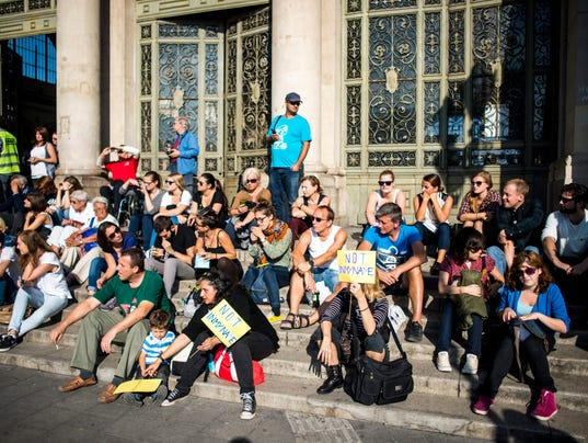 EPA HUNGARY MIGRATION SUPPORT DEMONSTRATION POL CITIZENS INITIATIVE & RECALL MIGRATION REFUGEES HUN