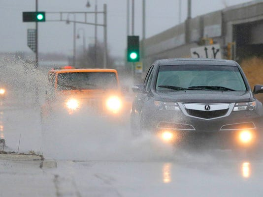 636547395836861558-weather-flooding-traffic---desisti-2777.JPG