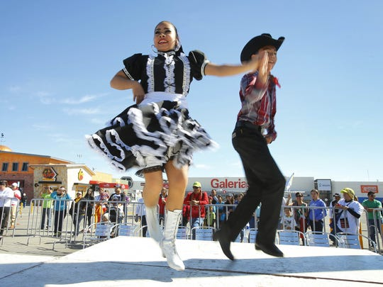Mexican Folklorico dance group Xochipilli performs