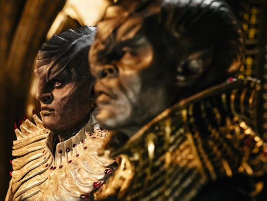 L'Rell (Mary Chieffo) and T'Kuvma (Chris Obi) are two