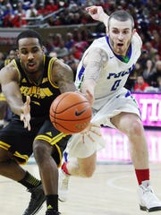 KINFAY MOROTI/THE NEWS-PRESS ... FGCU's Brett Comer hustles after the ball against Kennesaw State on Thursday (2/18/15) at Alico Arena in Fort Myers. FGCU beat Kennesaw State 54-53.