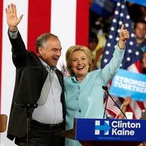 La virtual candidata demócrata a la Casa Blanca, Hillary Clinton (d), y su candidato a la Vicepresidencia, Tim Kaine, durante un acto de campaña en la Universidad Internacional de Florida en Miami, EEUU.