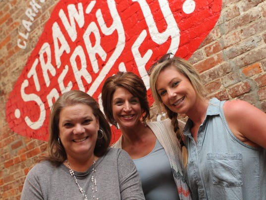 636582125787161128-Sally-Lee-Tina-Augustine-and-Carrie-Britt-at-the-Strawberry-Alley-Ale-Works-Preview-Party-24-.JPG