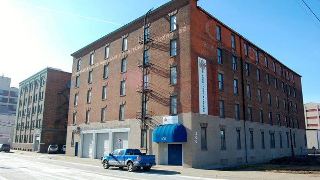 Developer Kent Mauck wants to renovate the Harbach Building, a former furniture warehouse, into about 60 apartments.