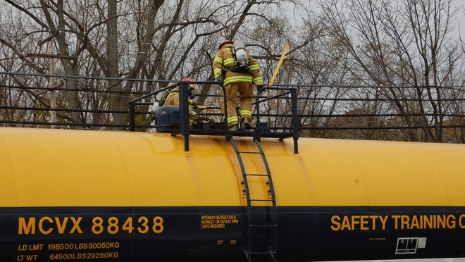 Emergency responders take part in an oil spill drill in New Windsor on Nov. 12. The DEC has repeatedly denied a Freedom of Information Law request from the Poughkeepsie Journal seeking a summary report detailing the drill's outcomes.