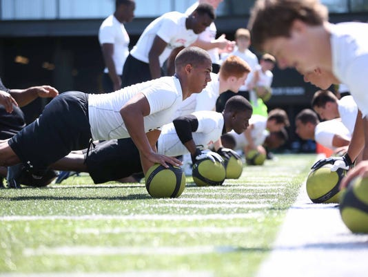 Photo by 247Sports Enterprise senior Izzy Matthews (center) works out at the invite-only Nike Football Training Camp June 8 at the University of Oregon.